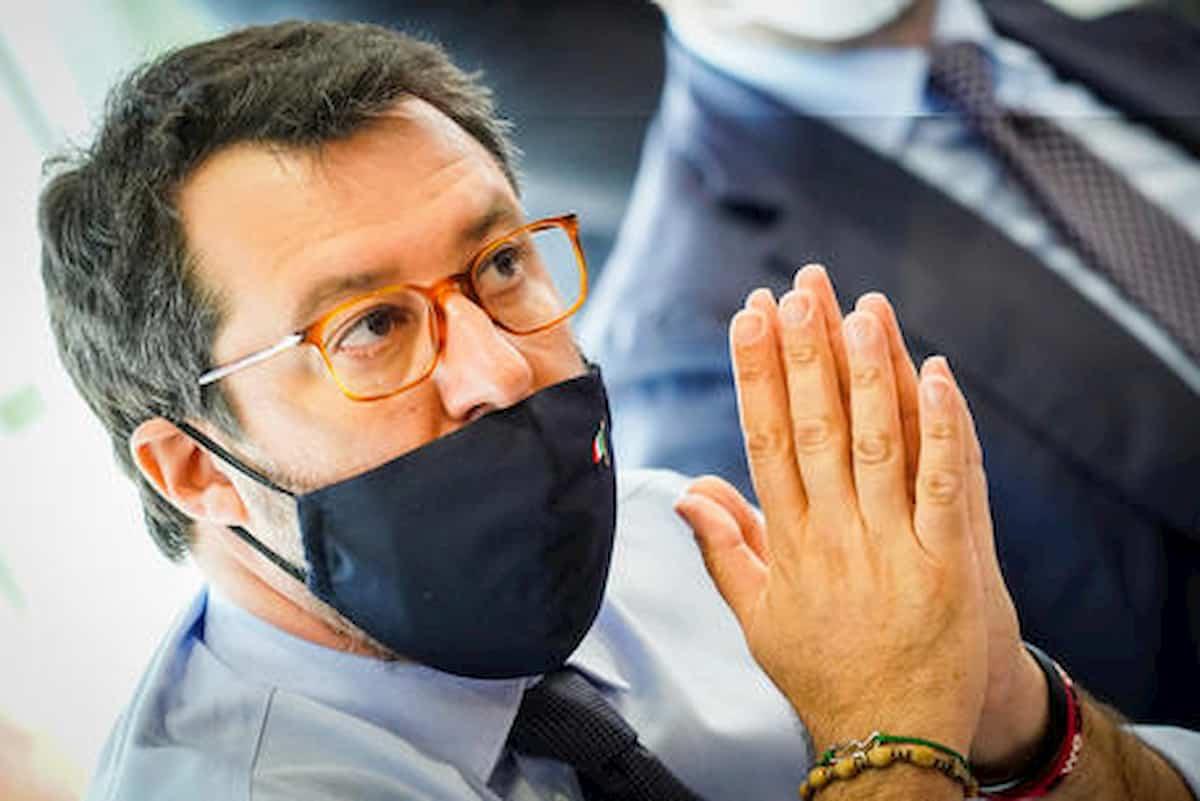 """Caserta, Salvini sugli agenti indagati per violenze in carcere: """"Assurdo, hanno fermato una rivolta"""""""