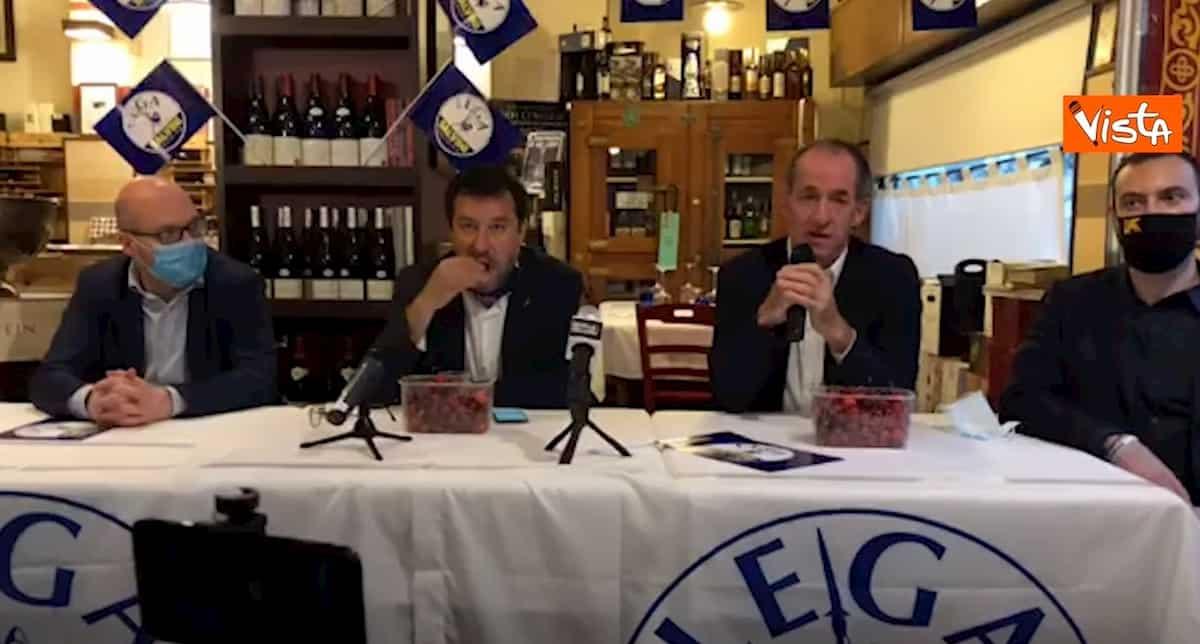 Salvini mangia ciliegie mentre Zaia parla dei neonati morti all'ospedale di Verona VIDEO