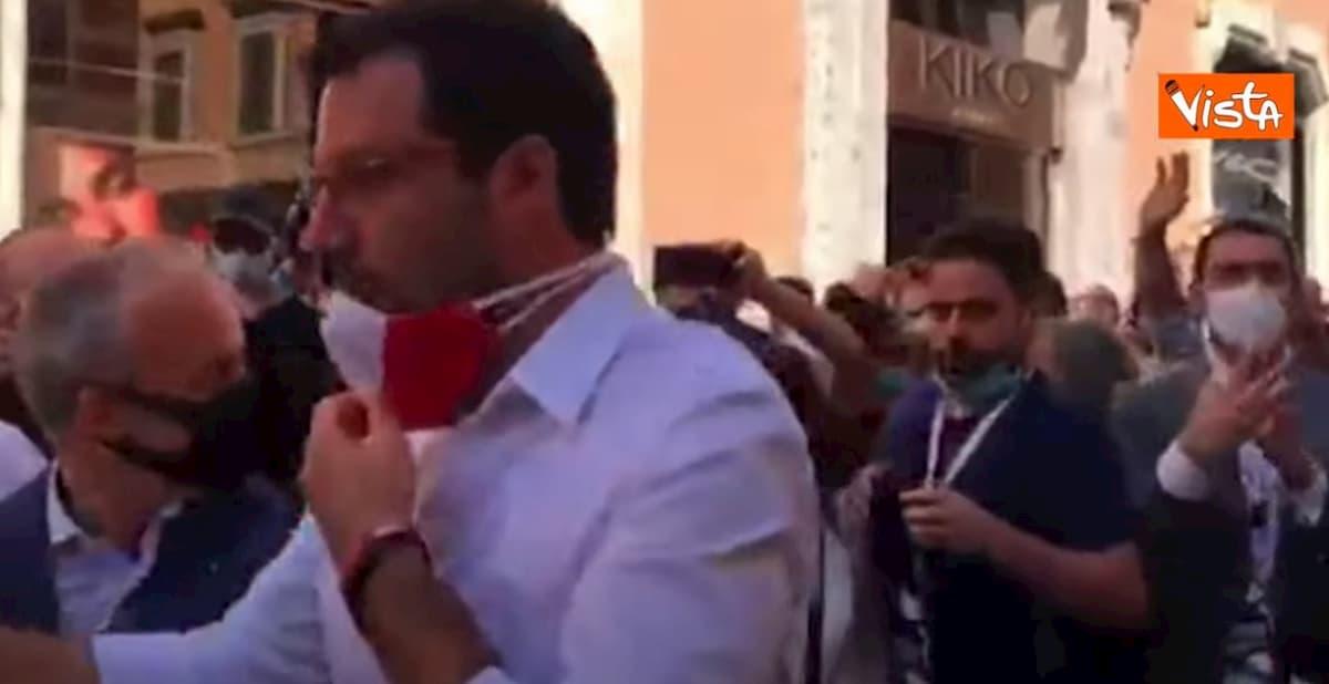 Salvini e Meloni in piazza contro il governo. Ma nessun distanziamento sociale VIDEO