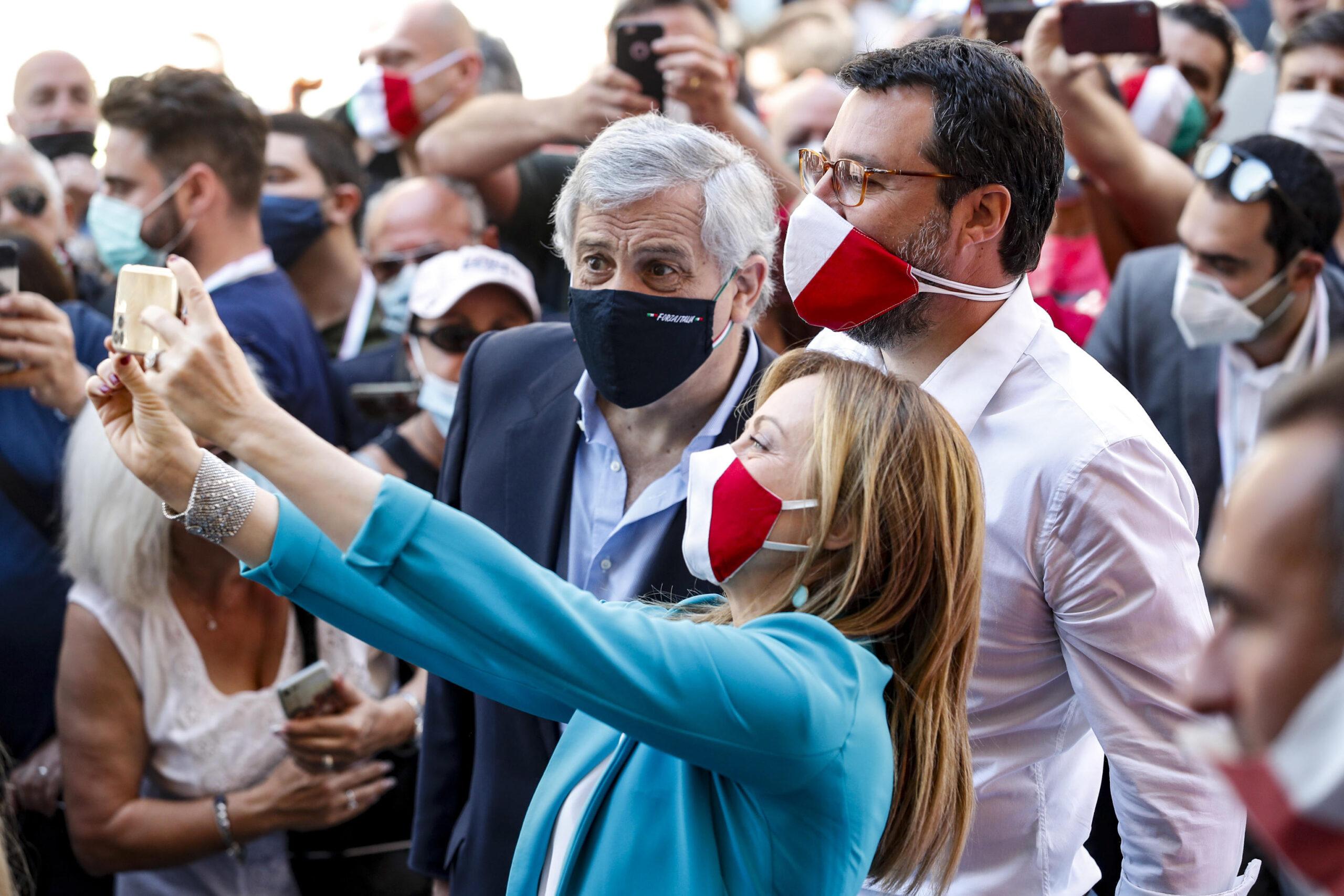 Salvini furioso con Bersani: Cretino. Lui: Tu volevi riaprire tutto
