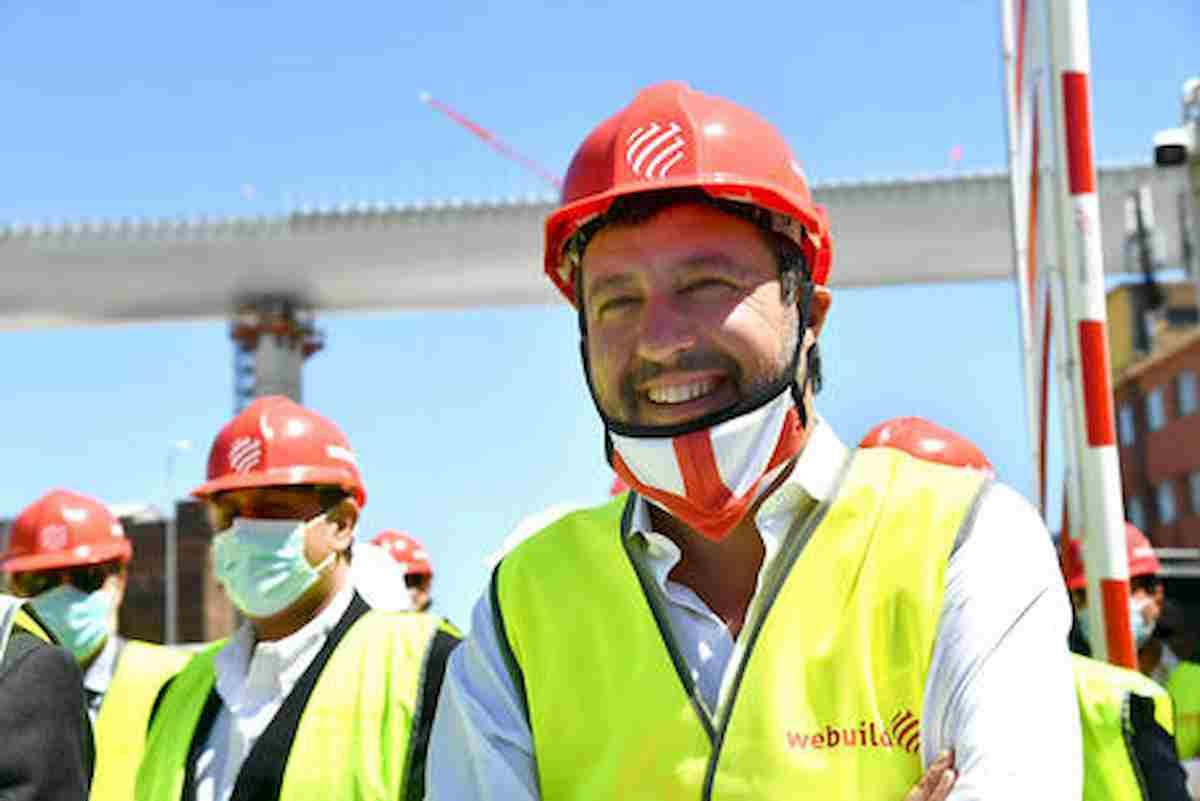 """Ponte Genova, gaffe di Salvini-ingegnere: """"Si autoalimenterà coi pannelli di metano"""""""