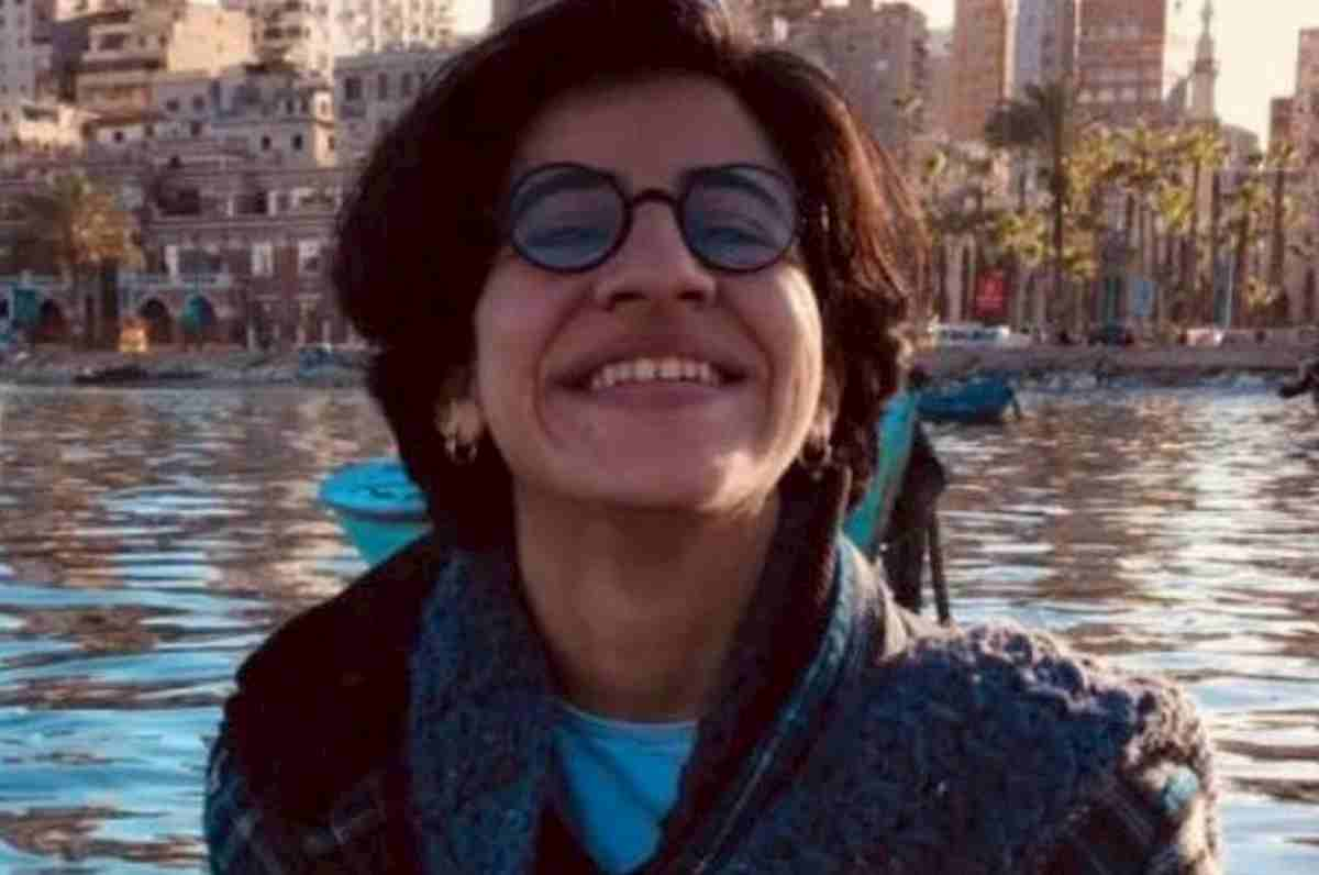 Sarah Hegazi, morta suicida l'attivista Lgbt egiziana. Fu arrestata e torturata per una bandiera arcobaleno