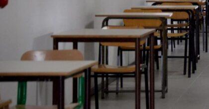 Scuola, il piano Azzolina: banchi con divisori, mascherine e visiere