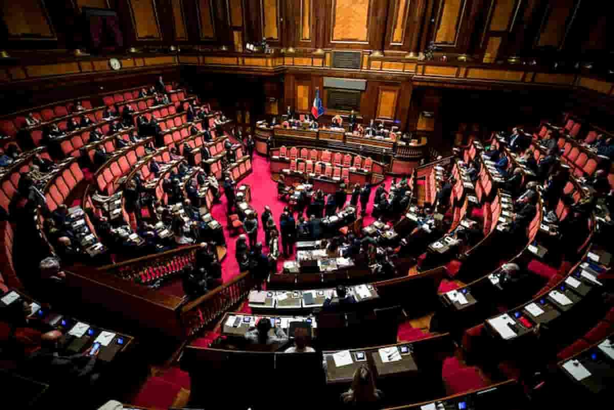 Taglio dei vitalizi agli ex parlamentari bocciato di notte in Senato: sfregio a M5s anche grazie a un'ex grillina