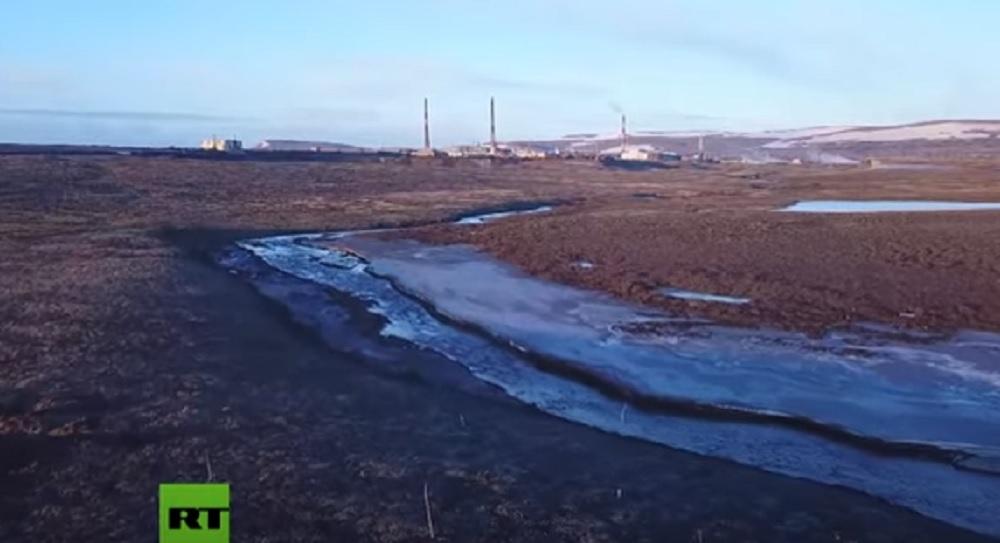 Russia, collassa cisterna in Siberia. 20mila tonnellate di carburante nel fiume artico VIDEO