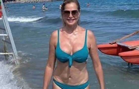 Simona Ventura in bikini in una foto Instagram