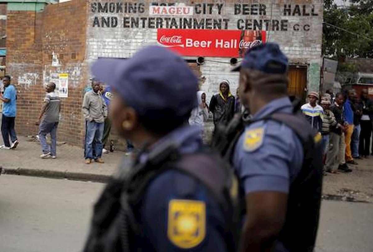 Sudafrica, 28enne uccisa e impiccata ad un albero: era incinta all'ottavo mese