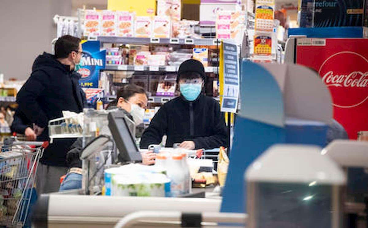 Coronavirus rischio contagio nei supermercati