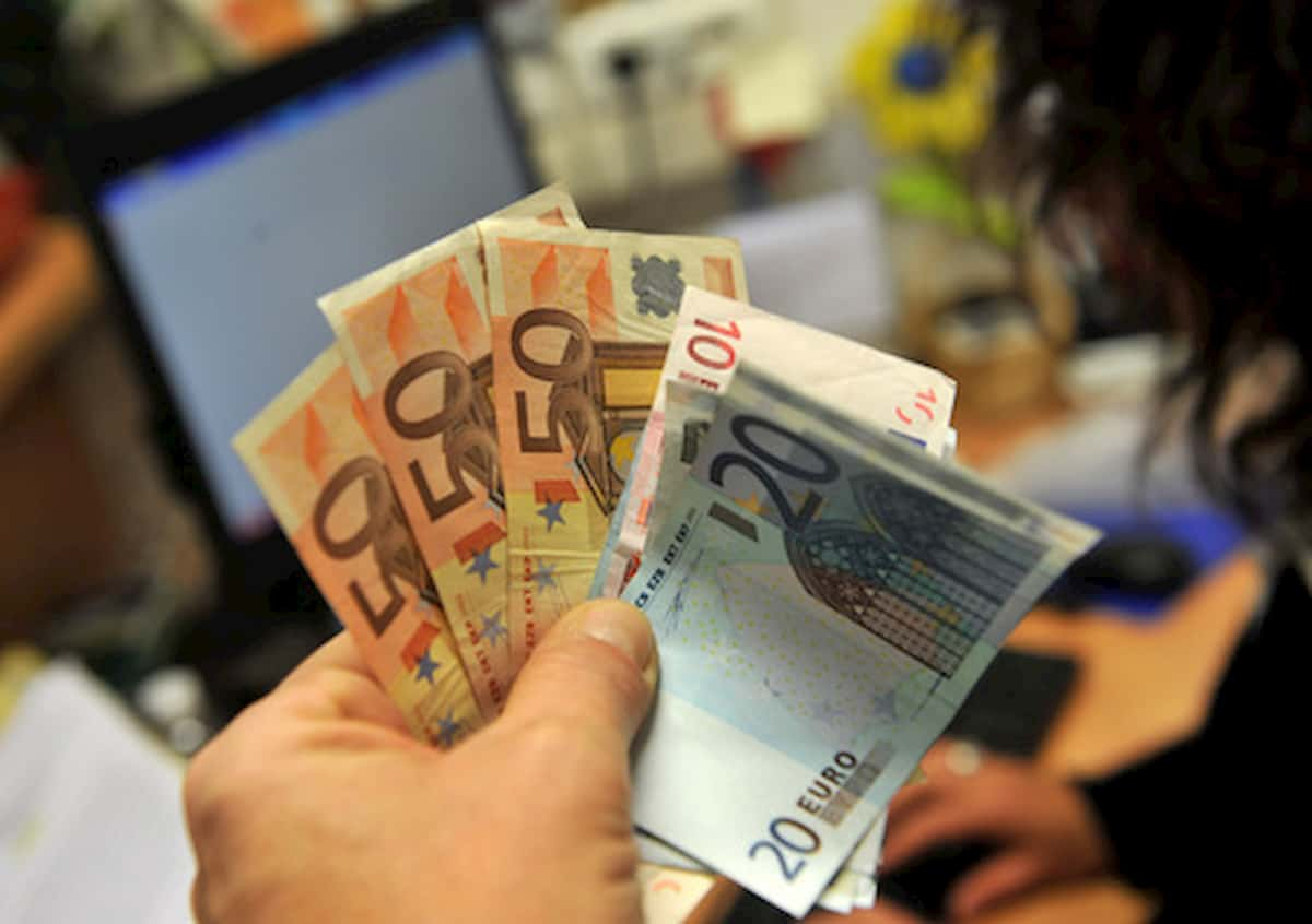 Tassa sui conti correnti, a quanto ammonta e i casi di esenzione