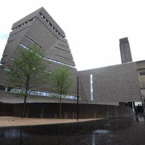 Rischia 15 anni di carcere l'uomo che gettò un bambino dal decimo piano della Tate Gallery di Londra