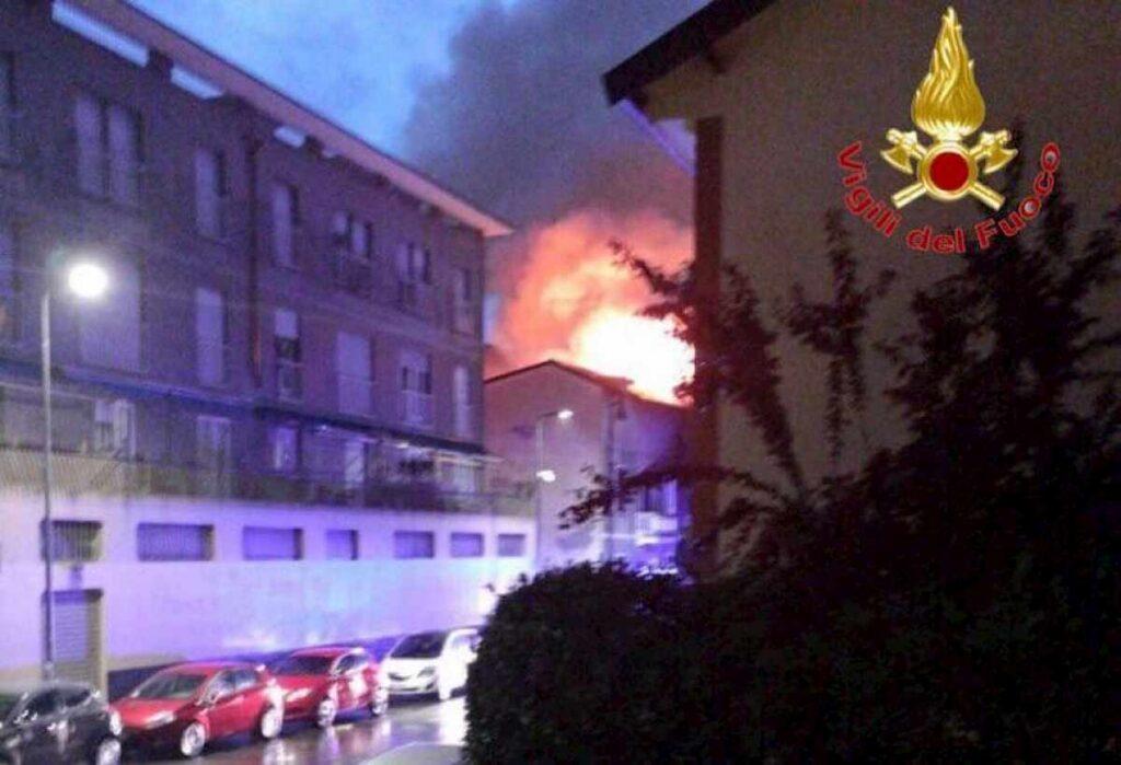 incendio tetto milano