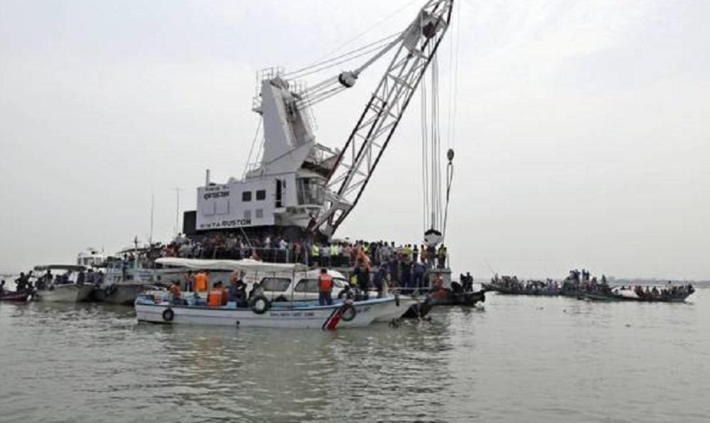 Bangladesh, scontro tra traghetti a Dacca: almeno 23 e morti