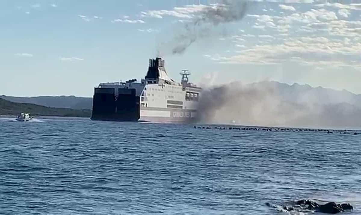 Incendio nel garage del traghetto Grimaldi Lines in arrivo a Olbia da Livorno