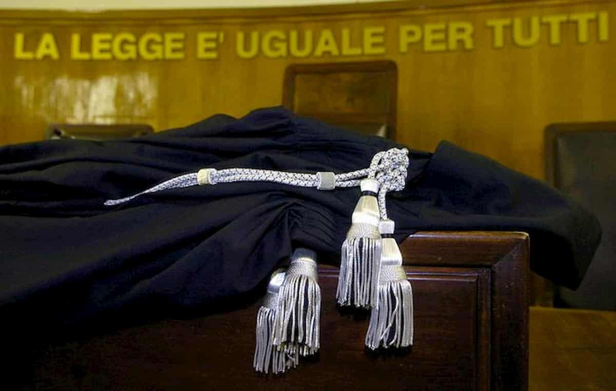 Prof di Prato condannata a 6 anni e 6 mesi: ebbe figlio clandestino da studente 13enne