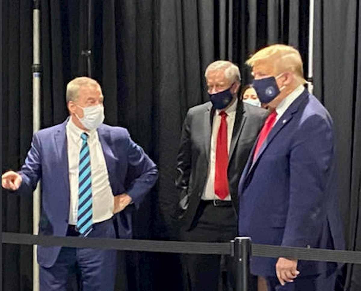 trump con la mascherina, foto ansa