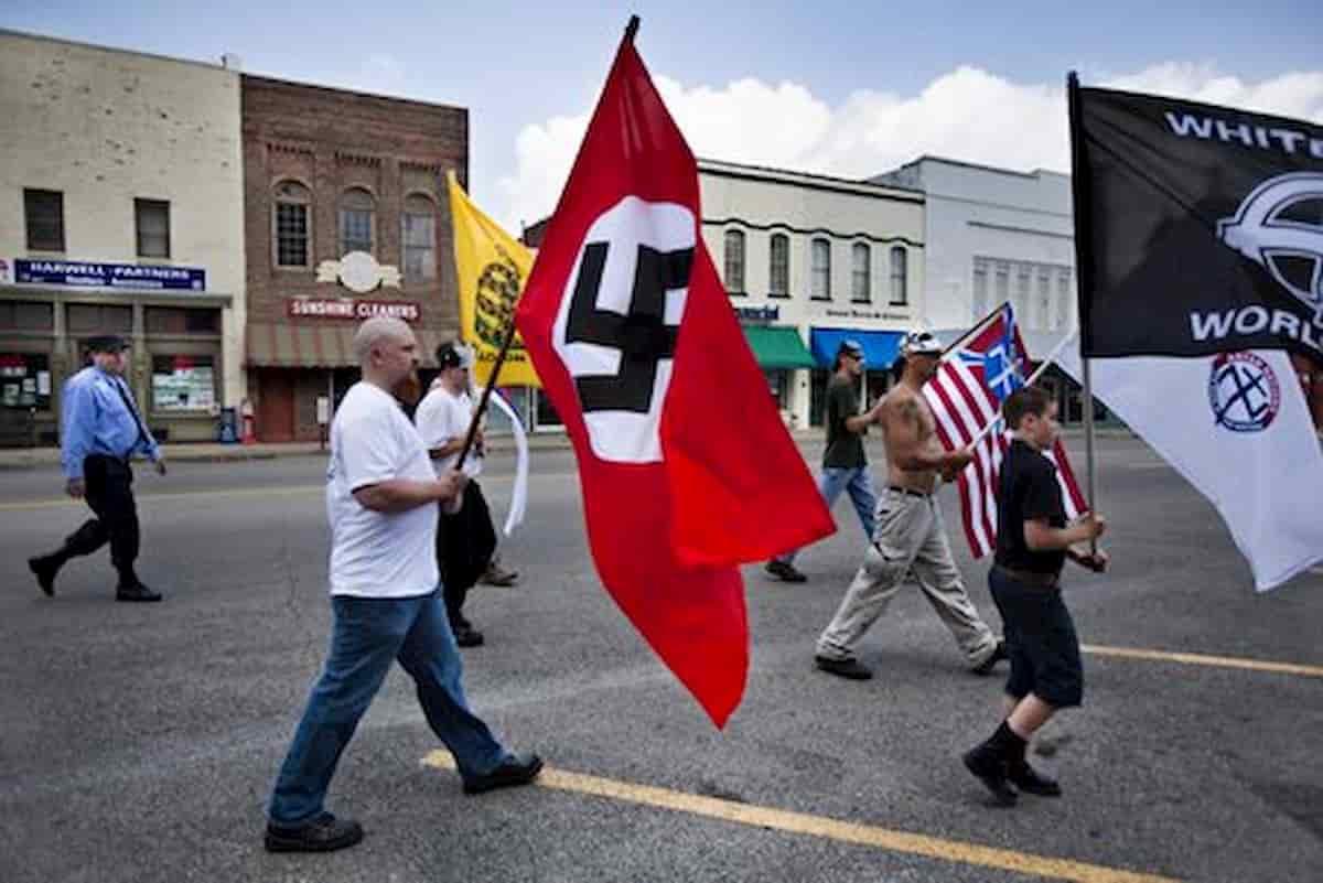 """Proteste morte George Floyd in Usa, allarme Fbi: """"Suprematisti bianchi vogliono la guerra civile"""""""