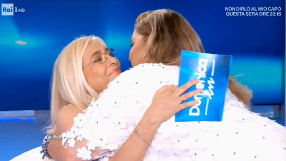 Mara Venier abbraccia Romina Power