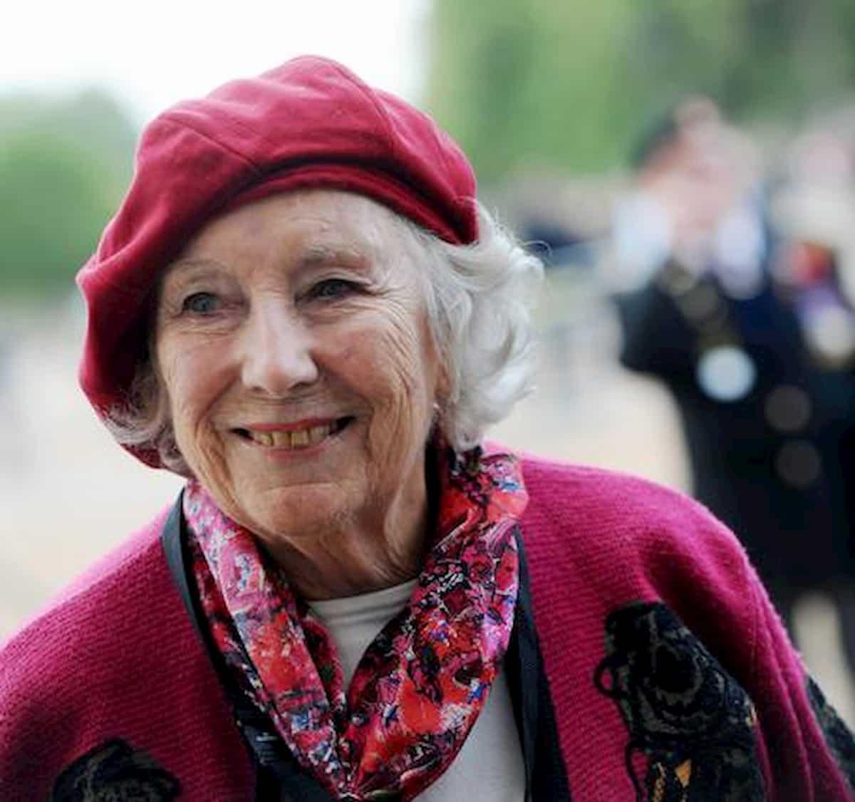 """Vera Lynn, si è spenta a 103 anni la voce dell'orgoglio british. """"We'll meet again"""""""