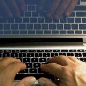 Porno online, un blocco automatico per proteggere i bambini: la proposta di Pillon (Lega)