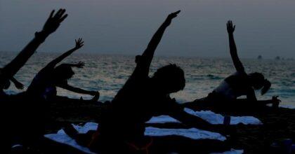 """Yoga """"scomunicato"""" in Grecia dalla Chiesa ortodossa: """"Non è cristiano. E non c'è lockdown che tenga"""""""