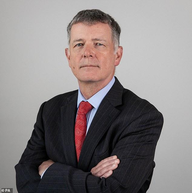 MI6, il nuovo direttore dei servizi segreti inglesi sarà l'ex ambasciatore in Turchia Richard Moore nella foto