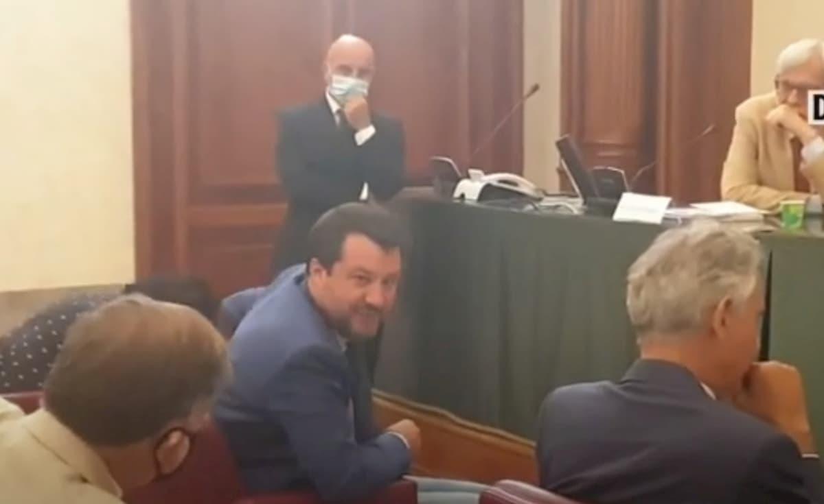 Salvini rifiuta di indossare la mascherina in Senato