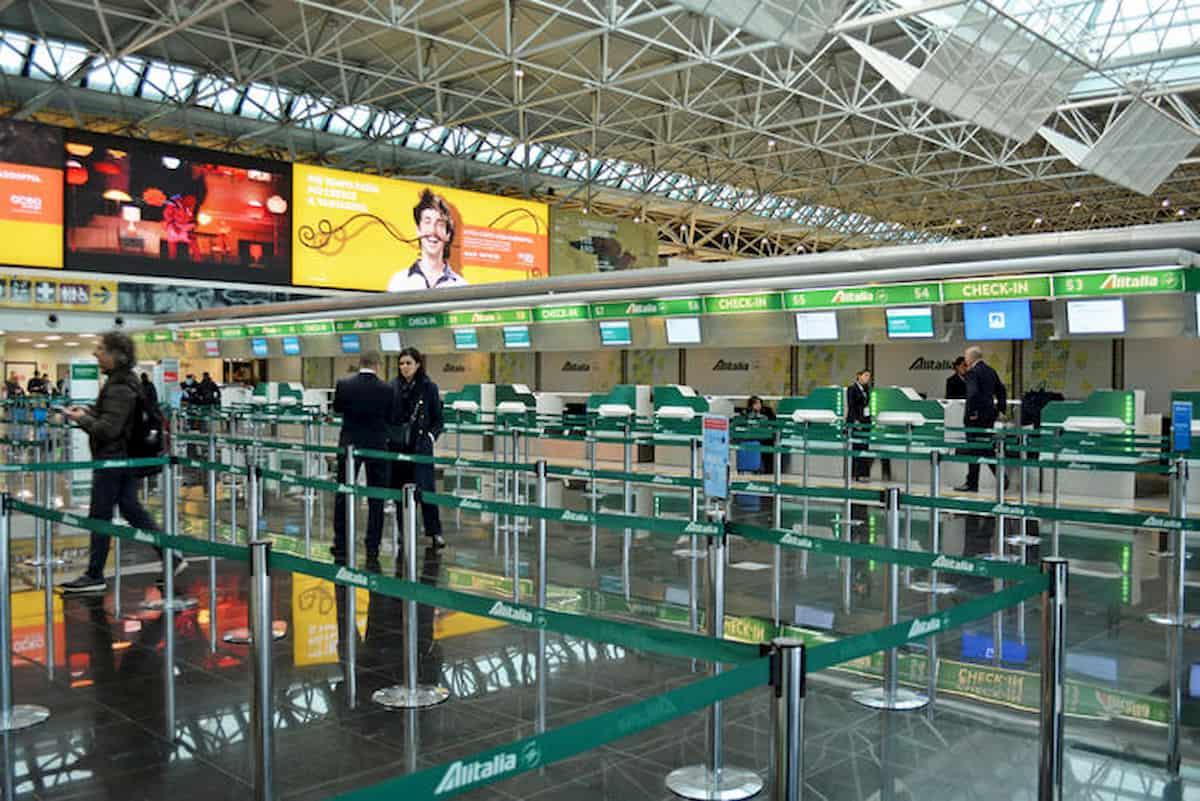 Tamponi in aeroporto e isolamento fiduciario