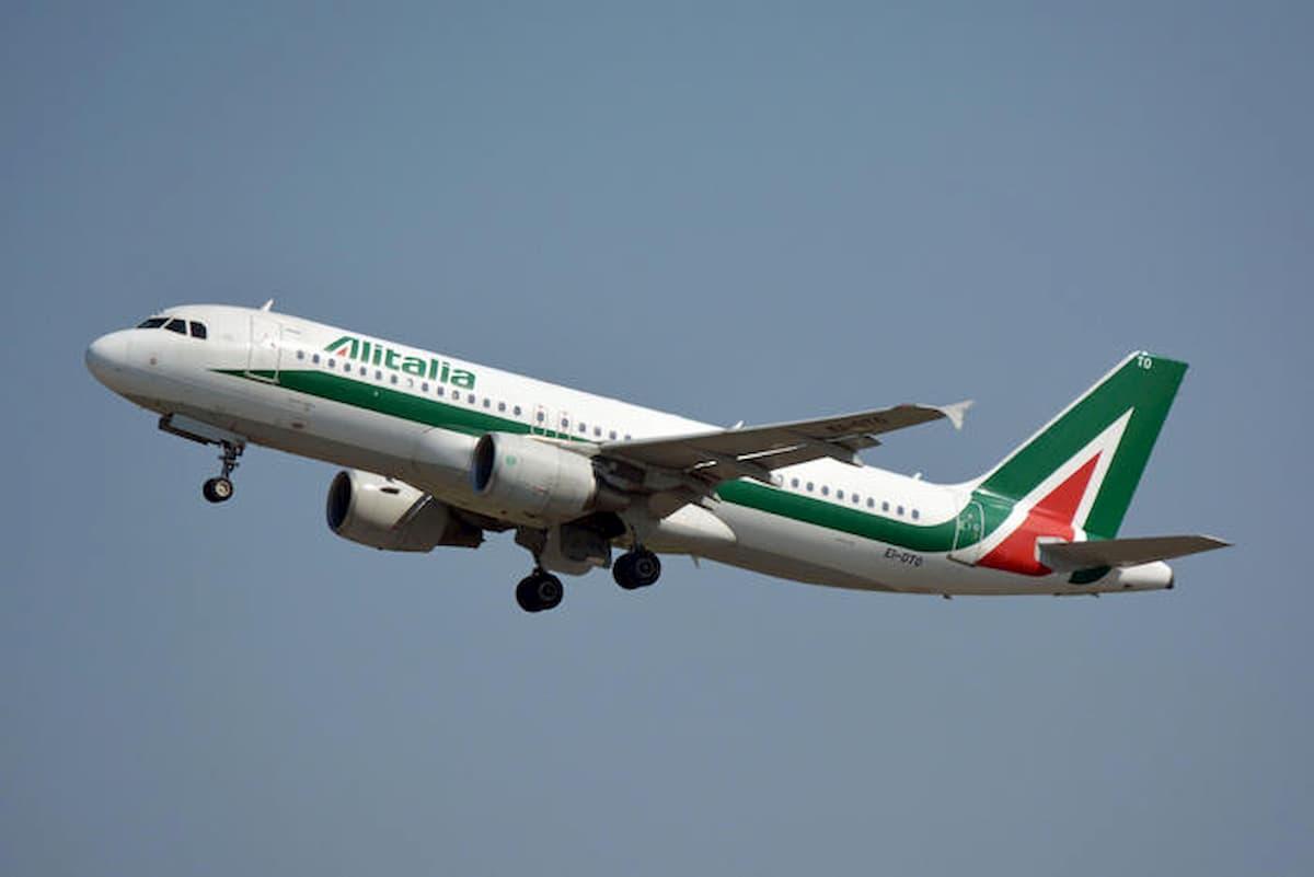 Alitalia, con app AOKpass certificato digitale in aeroporto: se sei negativo al Covid puoi volare