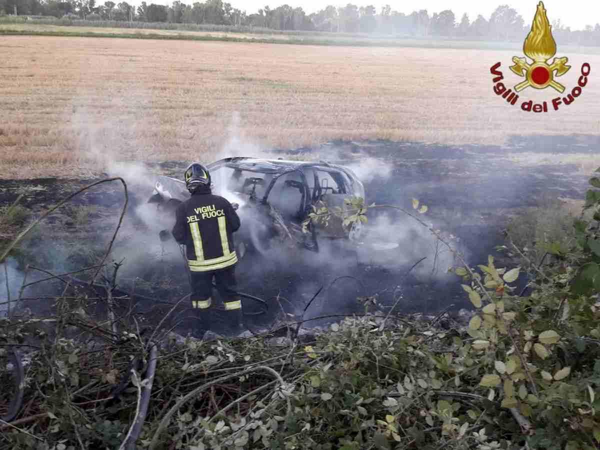 Incidente a Casate con Bernate (Como): auto prende fuoco, morti due fidanzatini