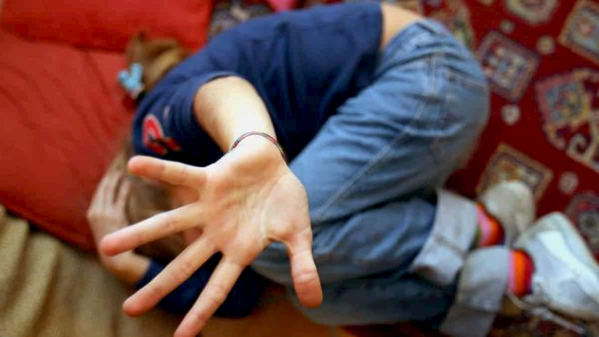 Arzachena, bambino segregato in casa dai genitori