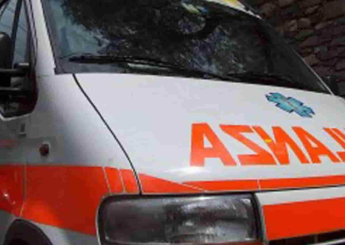 Bitonto, foto d'archivio Ansa di una ambulanza