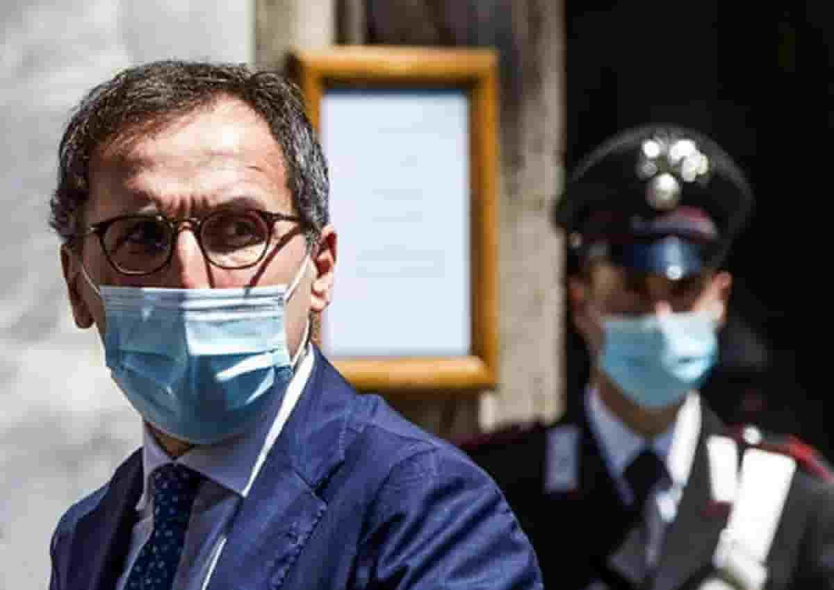 Coronavirus, foto Ansa del ministro Boccia