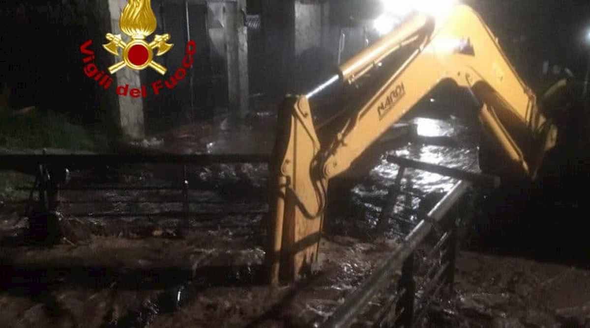 Auronzo di Cadore, bomba d'acqua: strade e fiumi allagati