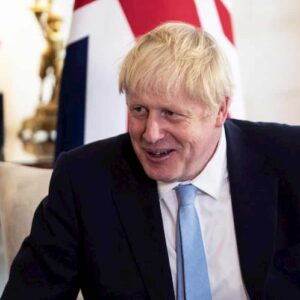 """Biciclette a motore agli inglesi. Boris Johnson (nella foto)stanzia 2 miliardi """"contro l'obesità"""""""