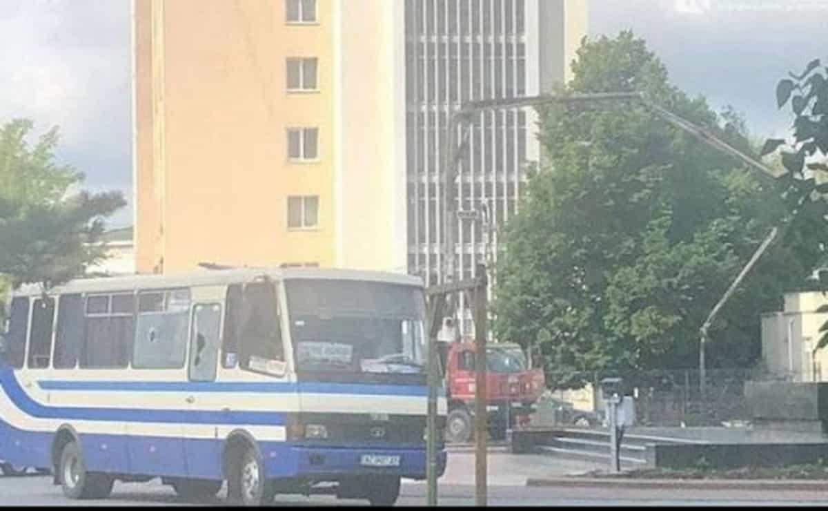 Ucraina, uomo armato sequestra un bus a Lutsk