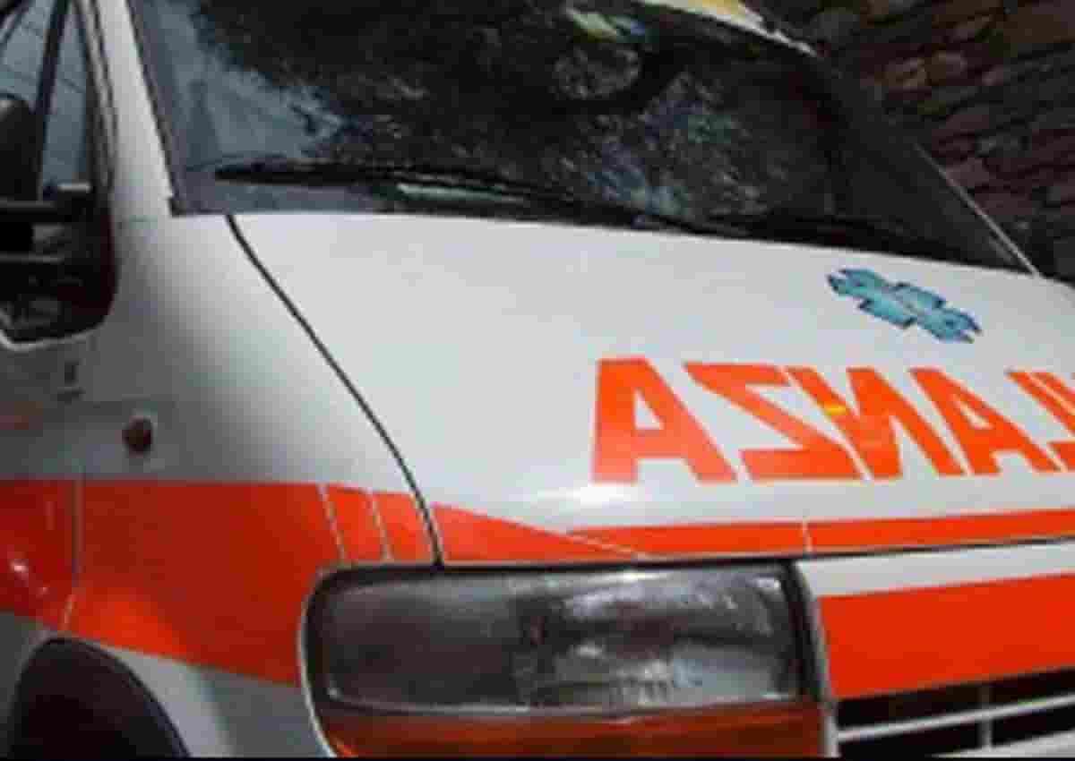 Calendasco, foto d'archivio Ansa di una ambulanza