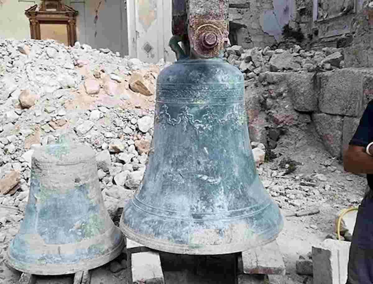 Terremoto Norcia, ritrovate le campane della Basilica di San Benedetto: erano sotto 4 metri di macerie