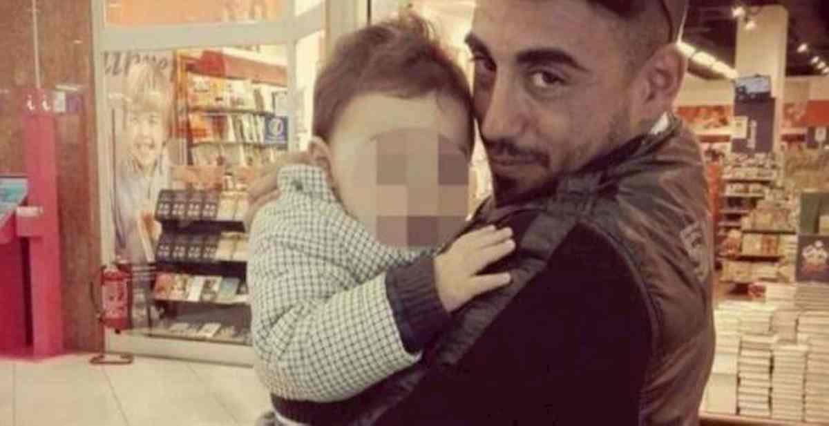 """Bimbo ucciso a Cardito, il patrigno: """"Saltavano sul letto, ho avuto un raptus, ma non volevo uccidere"""""""