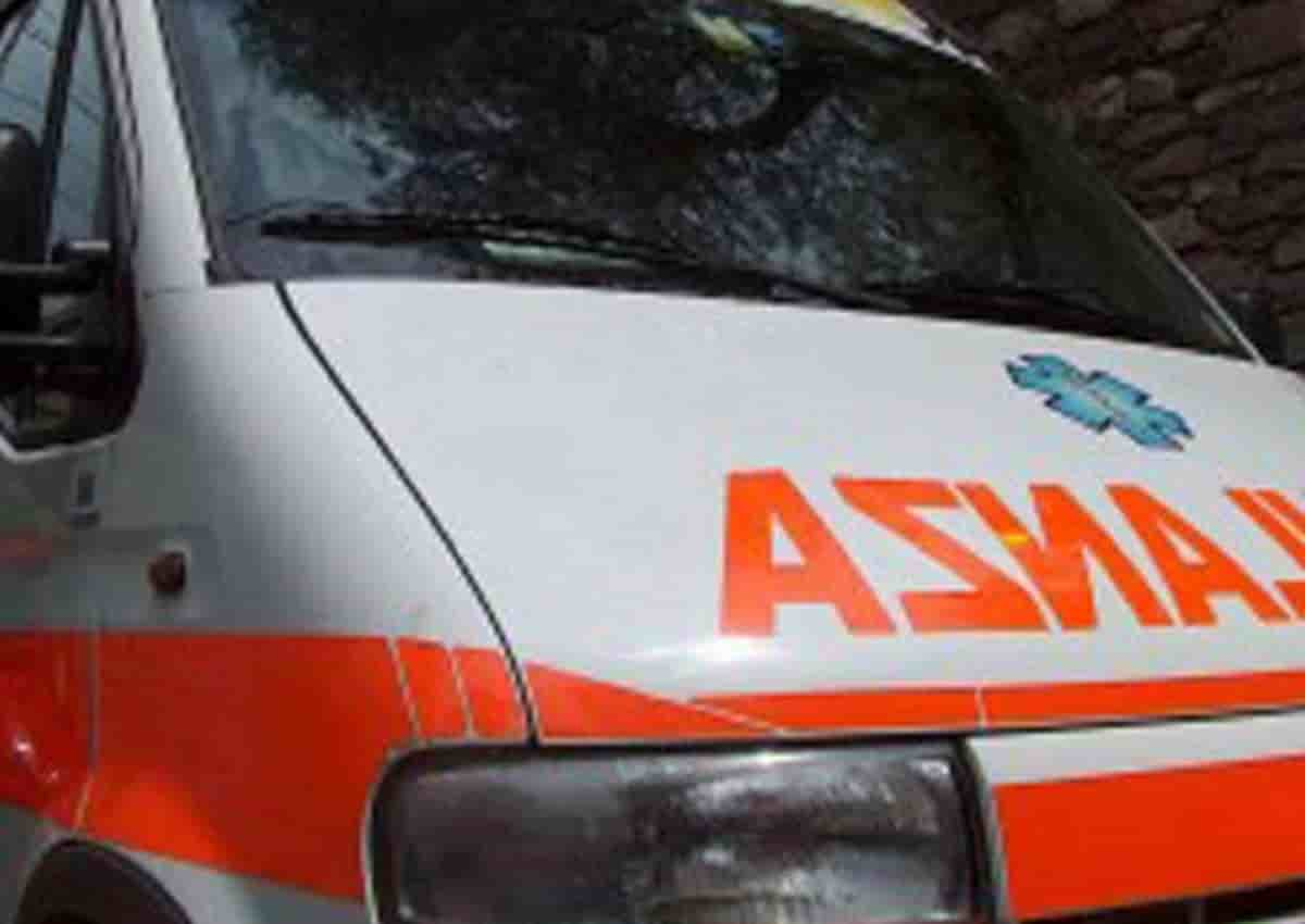 Casoria, foto Ansa di una ambulanza