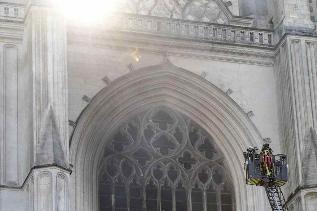 La cattedrale in fiamme