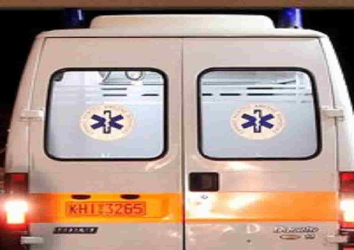 Cefalonia, foto d'archivio Ansa di una ambulanza