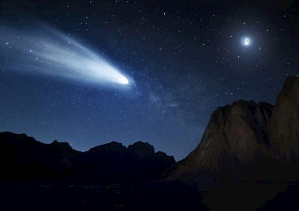 La cometa Neowise si avvicina alla Terra. Sono gli ultimi giorni per vederla ad occhio nudo
