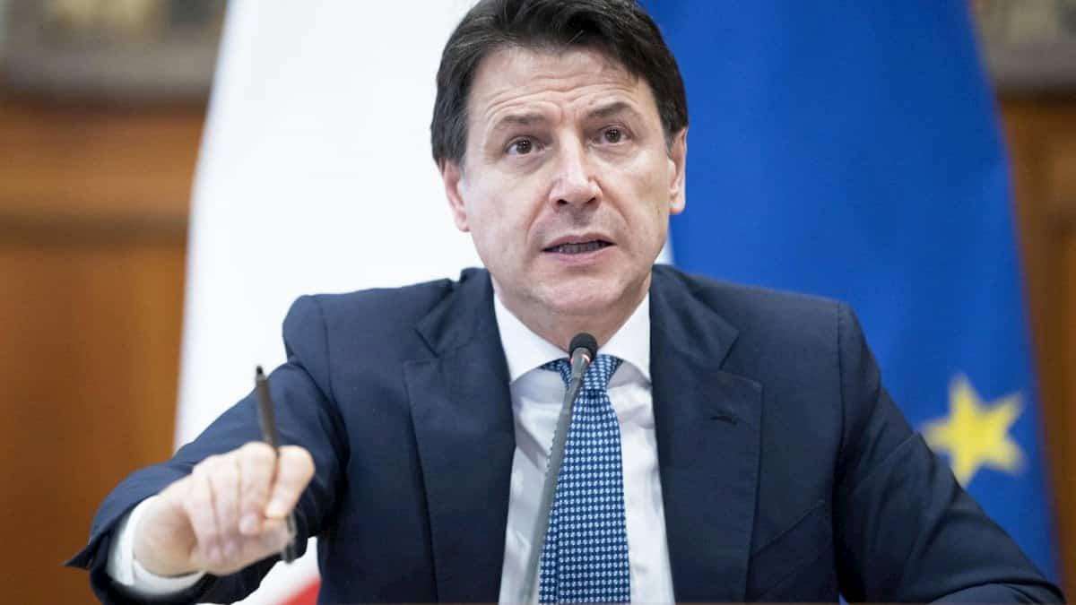 Emergenza fino al 15 ottobre. Dietro il covid, Conte (nella foto) farà le riforme da solo?