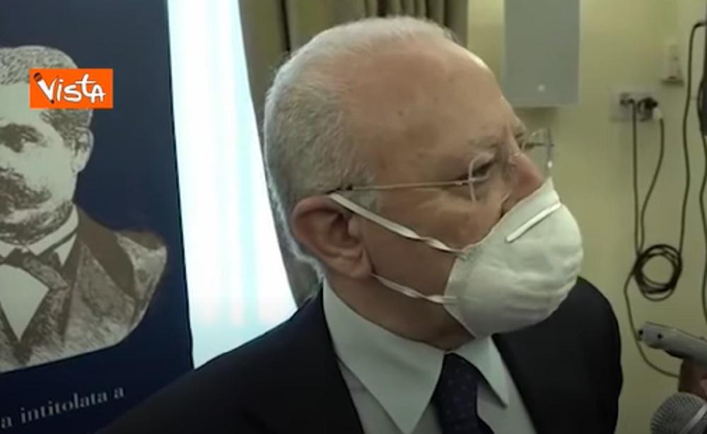 """De Luca: """"Commessi e clienti senza mascherina? Chiudere i negozi"""" VIDEO"""