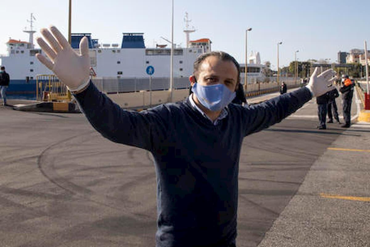 A Messina il sindaco De Luca chiude l'hotspot dopo la fuga di migranti