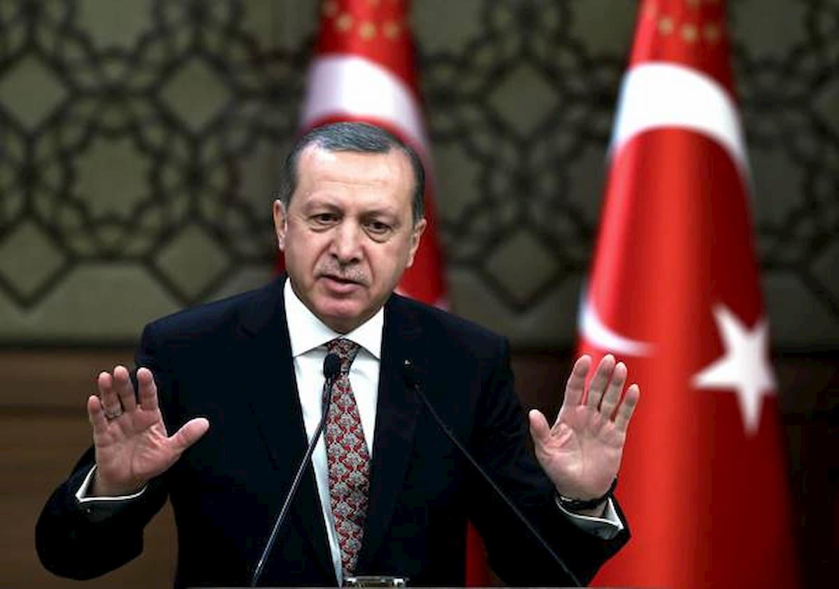 Turchia, via libera alla legge anti social network: via i post sgraditi e utenti controllati