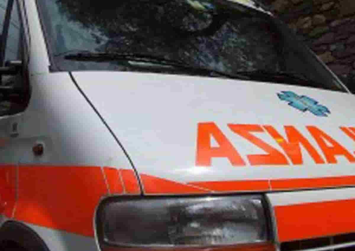 Eugenio Manzo, foto d'archivio Ansa di una ambulanza
