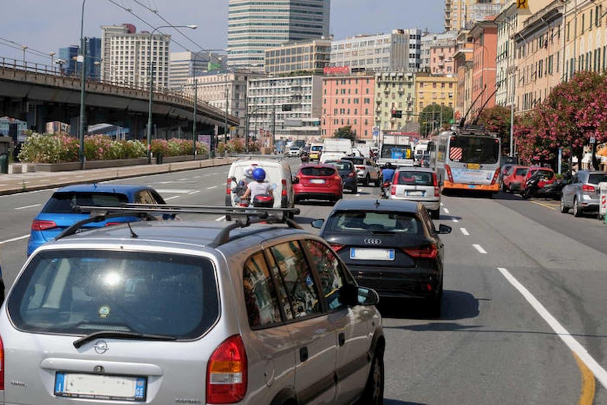 In Liguria traffico in tilt e 20 km di code. Niente pedaggi su 150 km di autostrada
