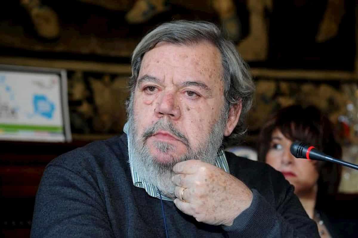 Gianni Mura e lo stalker che gli chiedeva soldi minacciando il giornalista e la moglie