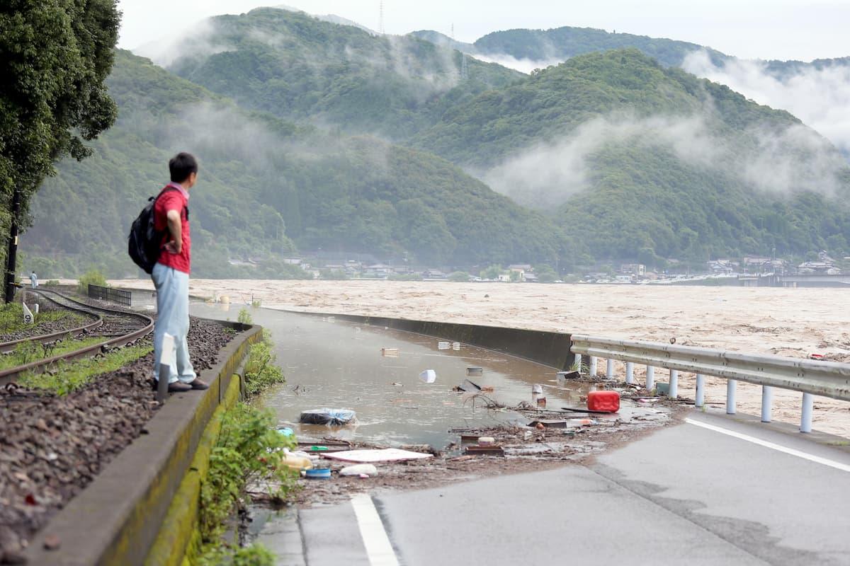 Il maltempo in Giappone con frane e allagamenti ha provocato 18 morti